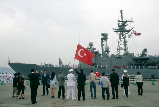 エルトゥールル号事件125周年記念事業の一環でトルコ共和国海軍艦「TCGゲディズ」が下関、串本、東京を親善訪問。 - Ertuğrul Fırkateyni'nin Japonya Seyrinin 125'inci Yıldönümü kapsamında, TCG GEDİZ (F-495), Japonya'yı ziyaret etti.