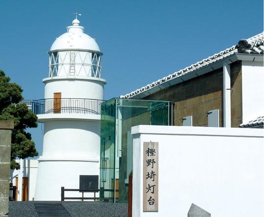 当時のままの樫野埼の灯台。遭難者が助けを求めてきた。 - Olay zamanındaki haliyle Kaşinozaki feneri. Kazazedeler yardım istemeye gelmişti.