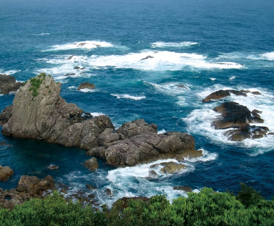 "船甲羅と呼ばれている難所として有名なエルトゥールル号が遭難したところ。 - Funagora denilen, Ertuğrul Fırkateyni'nin battığı yer. Denizciler tarafından ""Deniz Şeytanı"" diye adlandırılmaktadır."